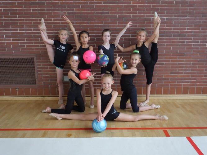 Gymnastinnen in Vorbereitung auf TTS-Pokal 2015