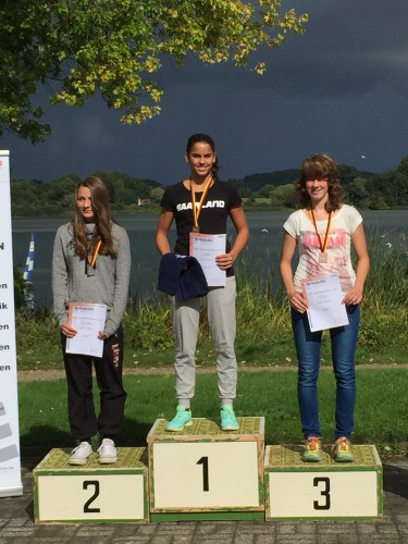 Meisterliche Leistung - Titelverteidigung von Caroline Utzig bei den Deutschen Mehrkampfmeisterschaften der Schwimmer