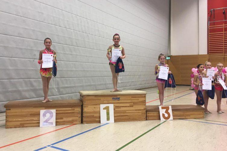 Pokale für Gymnastinnen der K-Stufen in Düsseldorf
